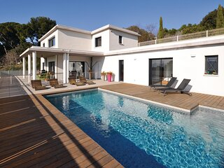 Awesome home in Marseille with 3 Bedrooms (FPB296)
