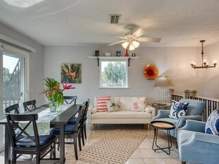 Adorable Beach House Located in Heart of St. Augustine Beach!  Walk to Restauran