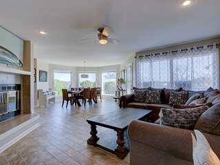 NEW! Lakefront Hot Springs Condo w/ Pool Access!