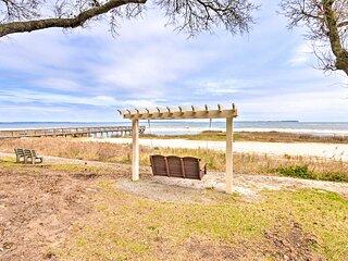 NEW! Bright Hilton Head Condo: Pool & Beach Access