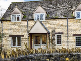 Queen Mary Cottage at Sudeley Castle - A delightful pet-friendly cottage, part o