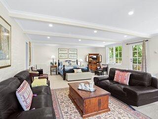 La Maison Bleue Leura - huge independent flat within house