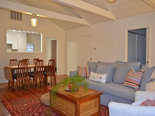 Bray Cottage: A charming cottage close to Wingaersheek Beach.