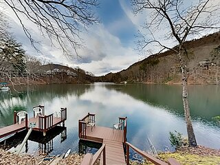 Rumbling Bald Condo | Fabulous Lake View | Fireplace, Screened Patio & Docks