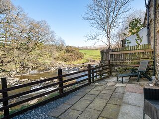 Jay Bee Cottage - New Riverside Cottage with parking, 1-mile from Sedbergh Town