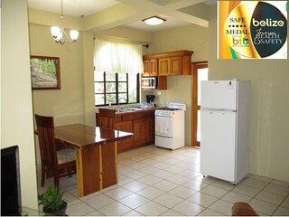 HomeHill Apartments/Vacation Rentals Apt. #3