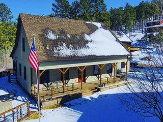 NEW! Keystone Getaway Cabin w/ Mount Rushmore View