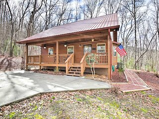 NEW! Cozy Hayesville Retreat w/ Deck & Mtn Views!