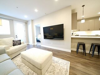 New Luxury 2 Bedroom Condo - Amazing Location - Executive Rental