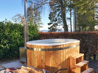 Honeysuckle - pet friendly with private wood fired hot tub, in rural setting