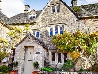 Spinners Cottage, Bibury - sleeps 4 guests  in 2 bedrooms