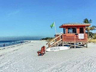 Newly Listed 2 Min Walk to Lido Beach, Fido Friendly, WiFi/Cable, Close to Shops