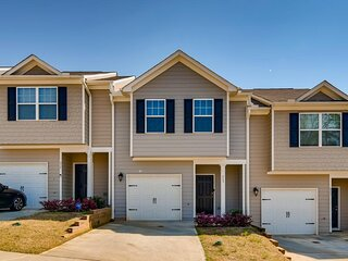 Camp Creek Townhome • 5 Mins to ATL Airport
