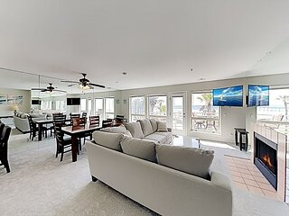 Oceanfront Condo | Private Balcony | Direct Beach Access, Pool & Hot Tub