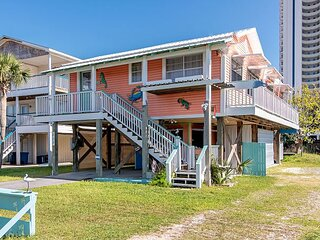Book Your Vaca Today!  Recently Renovated & Pet Friendly!
