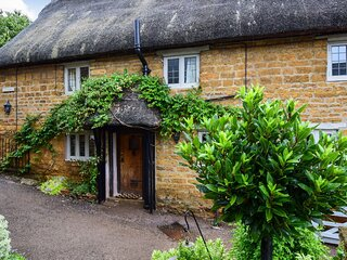 Suncroft, Shotteswell, Cotswolds - sleeps 8 guests  in 3 bedrooms