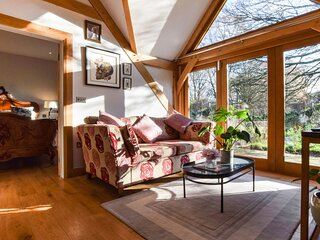 Sycamore, Arlington, Cotswolds - sleeps 2 guests  in 1 bedroom