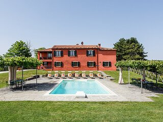 Lutirano Villa Sleeps 18 with Pool - 5889286