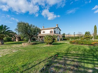 Beautiful home in Montelupone with Outdoor swimming pool and 5 Bedrooms (IMK249)