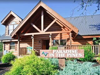 UPDATED LUXE CABIN-GREAT LOCATION–EASY DRIVE-3KING