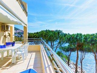 Apartamento grande de 2 habitaciones con terraza, vistas al mar y a 500 metros d