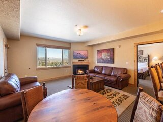 *FREE RAFTING*. +++++NEW LISTING ++++ Canyons Resort w Outdoor Pool, Central AC,