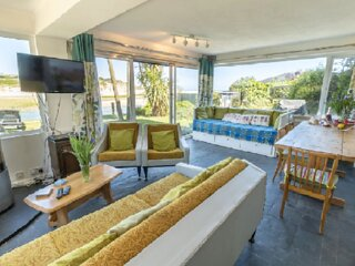 * Absolute Sea and Beach Front House Private Heated Pool