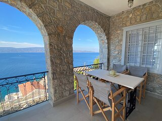 ONOS ΙΙΙ is an elegant 3 bedroom suitewith spectacular sea views