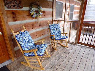 Hot Tub Cabin 'Emert Bluff Retreat' near Bike Path & Cades Cove