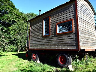 Orchard Wagon | Wye Valley | surrounded by nature | walkers paradise | firepit