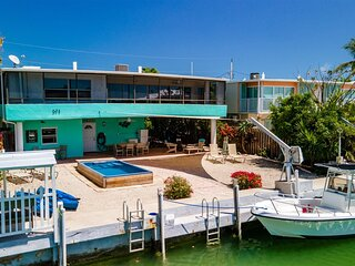 Vitamin Sea 4bed/3bath with pool, dockage & Cabana Club