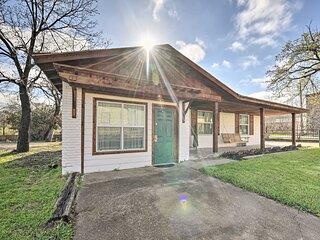 NEW! Chic Granbury Home: 1 Block to Historic Dtwn!