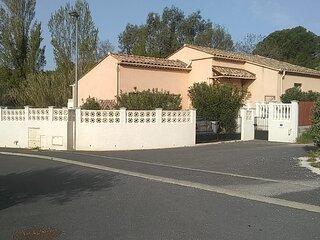 Villa with pool near Pezenas and Bezier