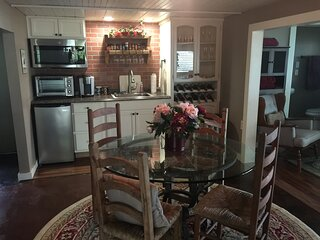 Private Romantic Lodging overlooking Canyon Lake, Texas
