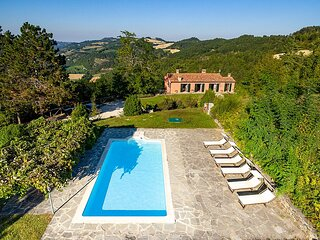 Lutirano Villa Sleeps 6 with Pool - 5889553