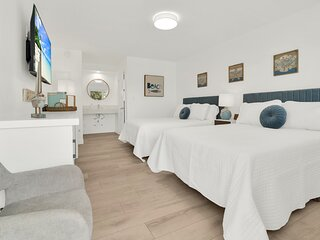 Boutique Hotel 2 Double Beds 1 Block from Beach!