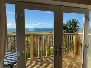 CORAL BAY NEWQUAY lovely sea views over Fistral/golf course Parking, town 5 min