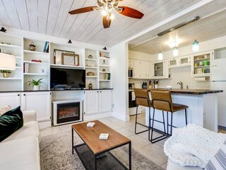 New!  4 blocks to the beach, relaxing yard, WIFI, small dog friendly, bikes & be