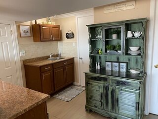 LAZY DAYZ VACATION RENTAL **WITH SUNSET VIEWS**
