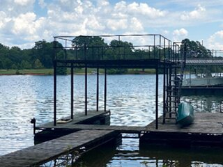 Relaxing Home on Lake Lanier with Private Dock and Canoe, holiday rental in Murrayville