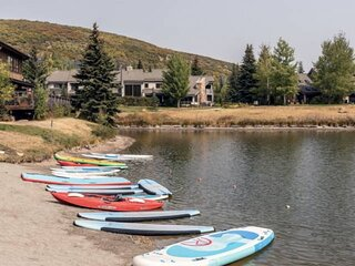 *Free Kayak Rentals* Great for Families–Bright & Open Floor Plan, Private Hot Tu