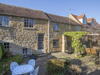 Box Cottage - A pretty cottage with original charming features and courtyard gar