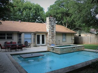 Full house 3 Bed 2 bath with Swimming pool. (No hot water in the pool/spa)