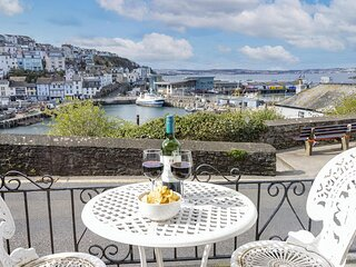 Front Row Cottage - Charming harbour side cottage with magnificent sea views & p