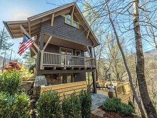 Dogwood Treehouse | Luxury Living with Patio, Hot Tub & Outdoor Fire Pit!