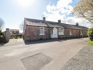 LYNDHURST COTTAGE, family friendly, with a garden in Beadnell, Ref 1372
