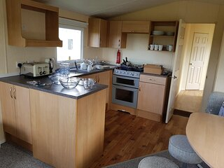 Brilliant 8 berth caravan for hire at Skipsea Sands Holiday Park ref 41028SF