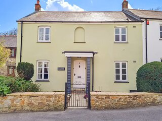 POLDARK COTTAGE, log burner, WiFi, king-size beds, in Charlestown, Ref 9562299
