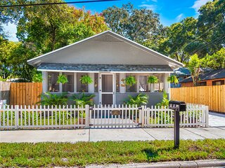 1920s Key West Style Bungalow, 3 miles to the Beach!!