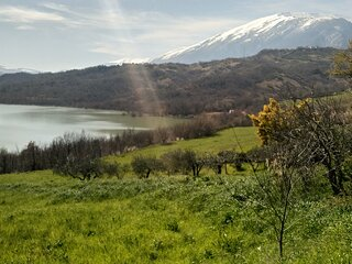 Lake Retreat - A beautiful self catering apartment with lake and mountain views